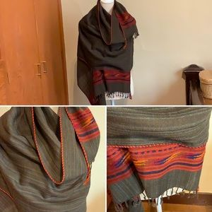 Merino wool shawl with piped edging and fringe